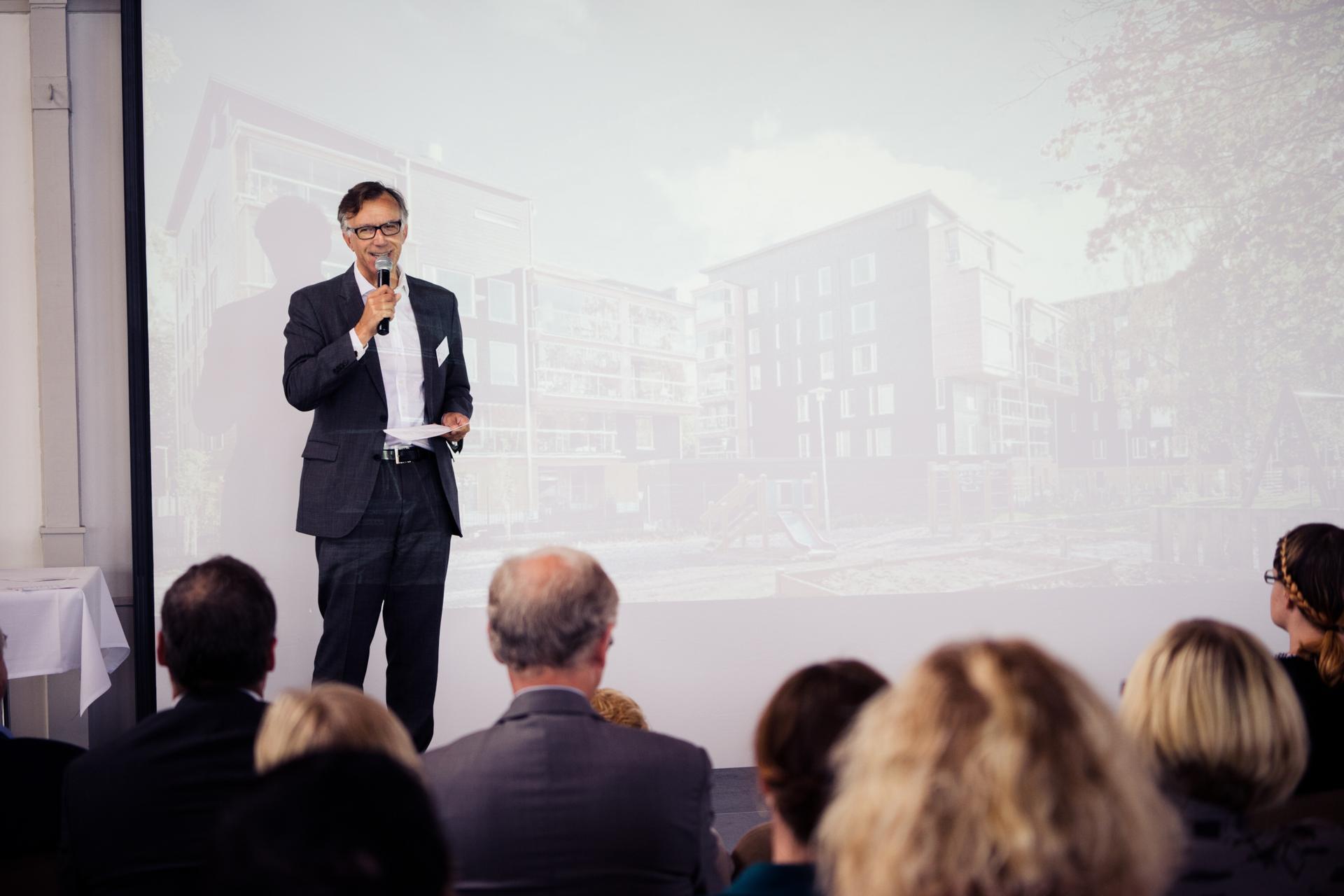 Stora Enson Suomen maajohtaja Seppo Parvi puhumassa Club Itämeri -yleisölle.