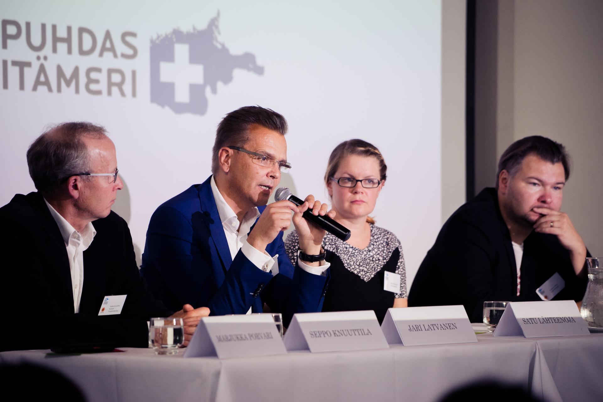 Paneelikeskustelussa pohdittiin kuluttajan mahdollisuutta vaikuttaa Itämeren tilaan.