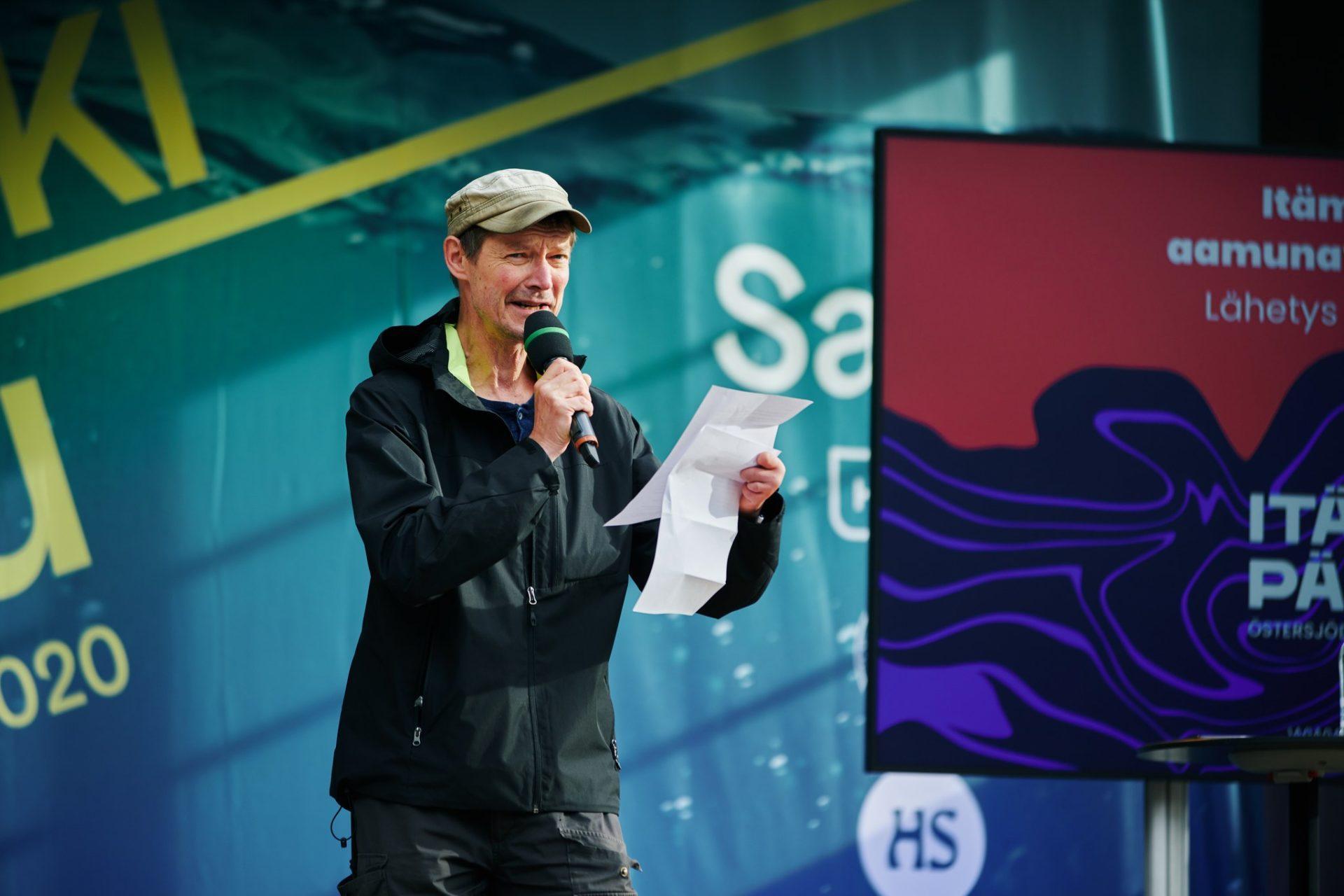 Kirjailija ja teatteriohjaaja Juha Hurme piti Itämeripäivän aamunavauksessa 27.8. pysäyttävän upean puheen merelle.